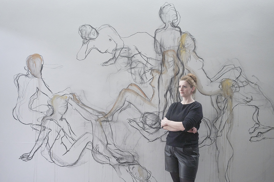 Alexandra Hiltl Performance Leib & Seele, Wandzeichnung , 2019