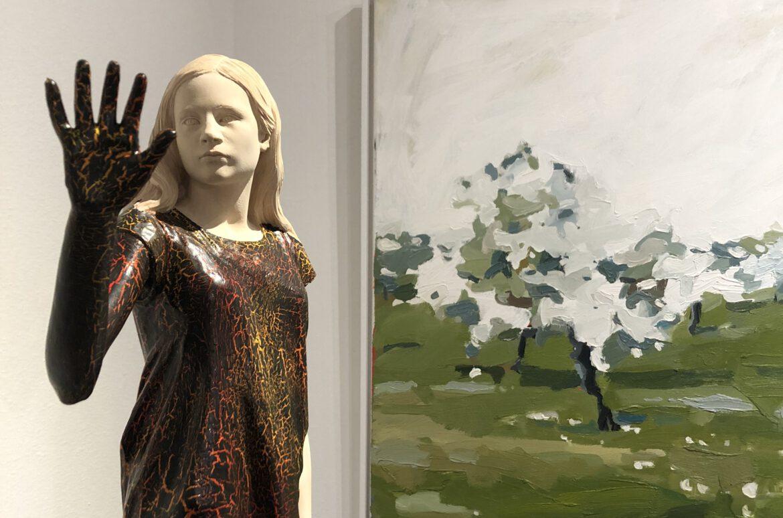 Figur von Matthias Kostner vor einem Bild von Anastasiya Nesterova
